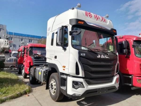 格尔发k5w重卡 310马力 4x2牵引车  详情表 车型名称 江淮 格尔发k5w