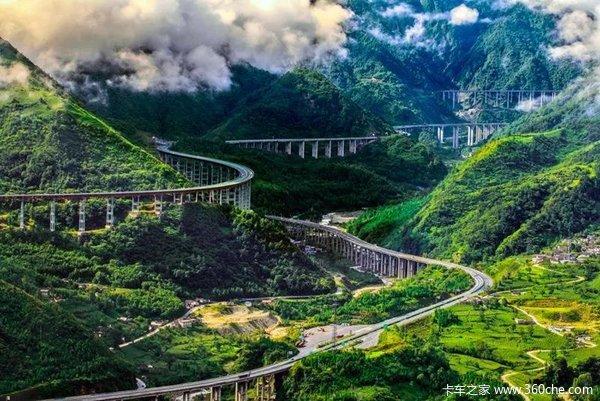 国庆节:高速路上风景有多养眼?
