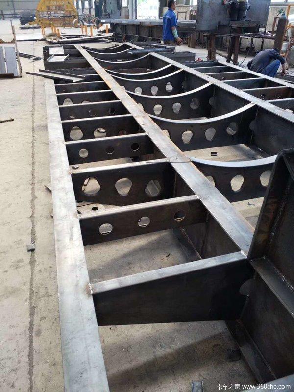 10米至13米75钩机板低平板半挂车图片