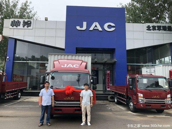 恭喜刘先生 喜提江淮帅铃Q6载货车一辆。
