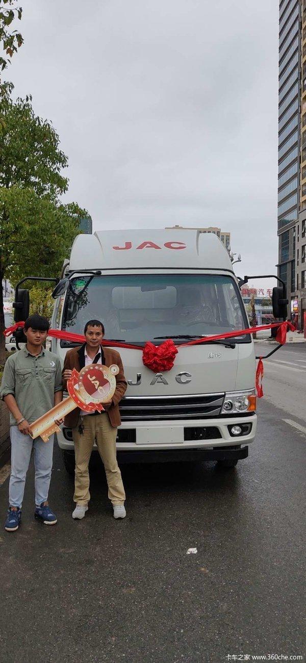 恭喜杨老板喜提爱车一辆,感谢杨老板对本公司的支持与信任