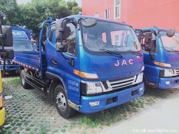 购骏铃V6排半载货车 享高达1.4万优惠