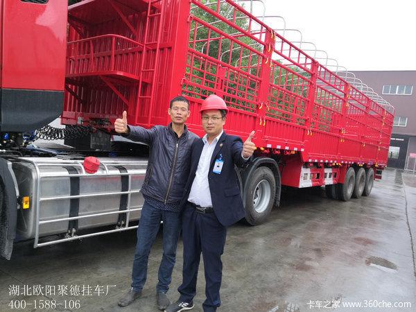 1台东风天龙KL牵引车配13米仓栏成功交付客户