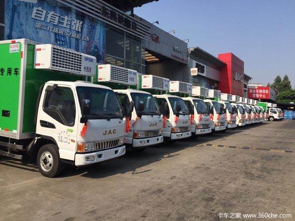 共交车16台东莞骏铃E3冷藏车成功交付