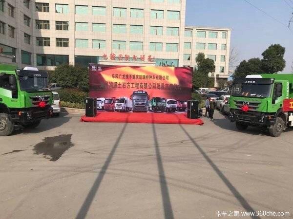 共交车15台萧县杰狮自卸车成功交付