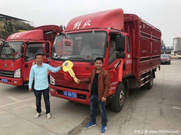 南充川东北汽贸中心J6F载货车交付客户
