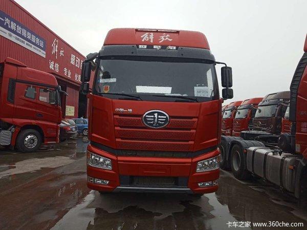 自重7.8吨济宁解放J6P牵引车新车到店