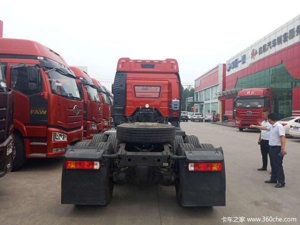 解放J6P375马力牵引车济宁新车到店