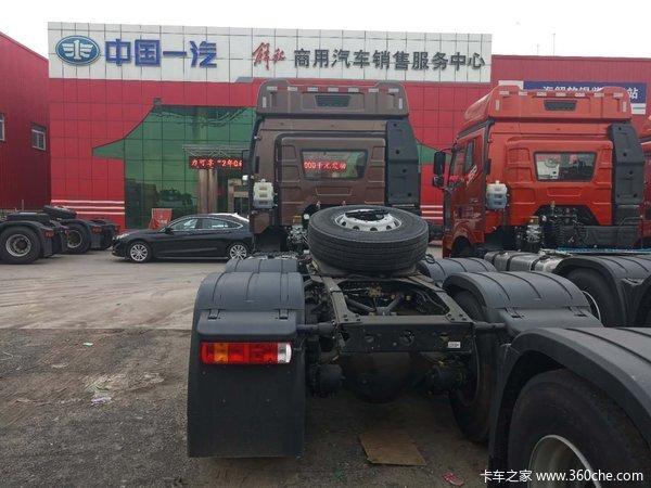解放J6P550马力牵引车济宁新车到店