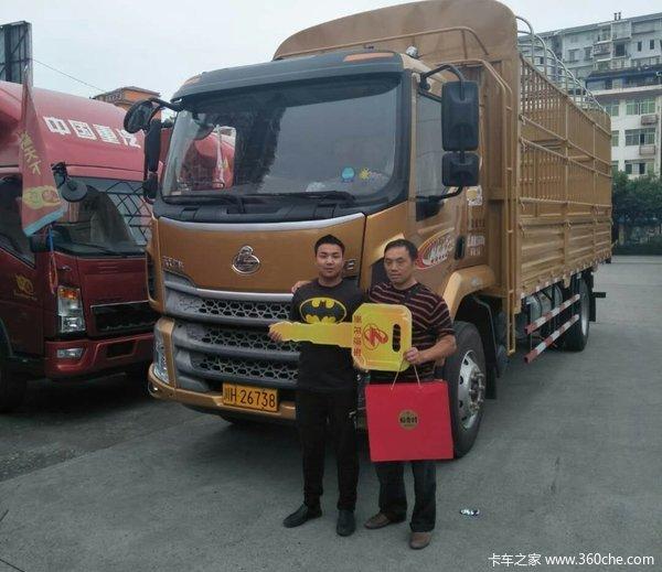 绵阳茜南汽车城新乘龙M3载货车成功交付