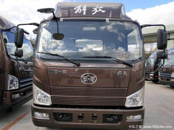 新车到店前三台优惠J6F载货车仅售11万