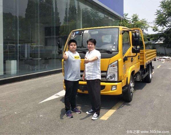 上海航如上汽跃进双排工程黄交车1台