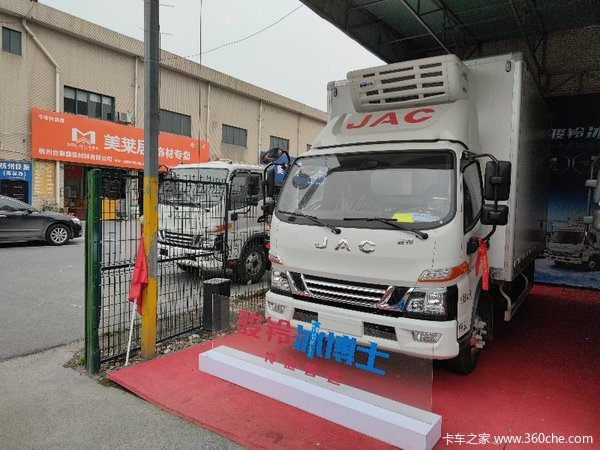 新车到店杭州骏铃V6冷藏车仅售14.48万