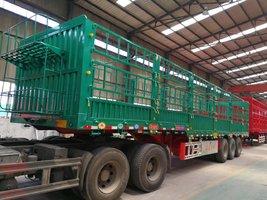 2017超越版超强钢5.6吨仓栏仓栅式半挂车
