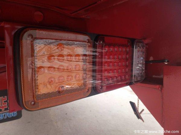 仓栅式半挂车图片