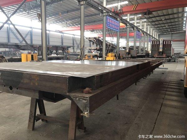 平板侧翻自卸半挂车13米长宽度2米55高度1米8自卸半挂车图片