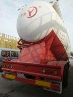 粉粒物料运输半挂车图片