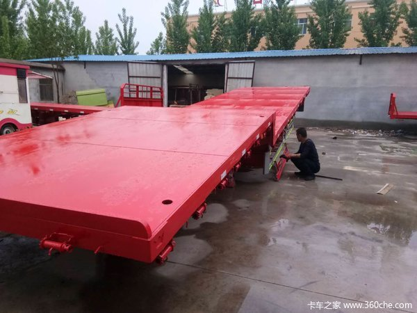 13.75长3米宽前后等宽高低板,整车自重6.1吨,保拉360钩机低平板半挂车图片