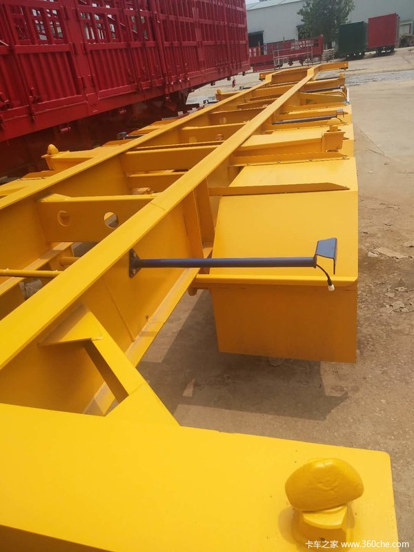 专门用于20/40/45英尺等各种集装箱的运输。集装箱式半挂车图片