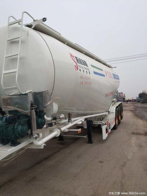 35方象牙白自重5.8吨粉粒物料运输半挂车图片