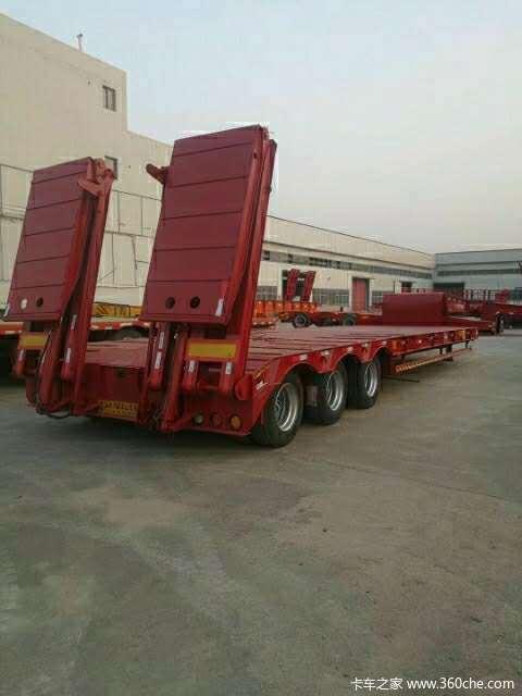 轻量化低平板半挂车载重40吨工程机械13米3米宽低平板半挂车配置外形低平板半挂车图片
