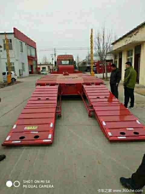 液压爬梯低平板拉20-200吨挖掘机板低平板半挂车图片