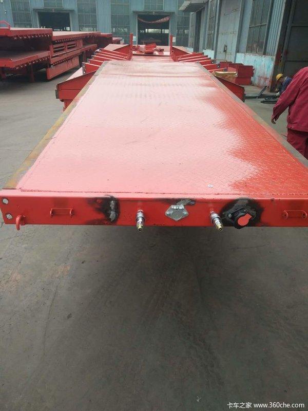 专业生产13.75×3米和17.5×3米低平板低平板半挂车图片