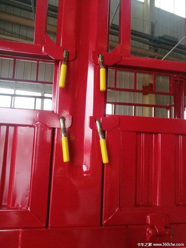 大运鹅颈花栏对开半锁杆仓栅式半挂车图片