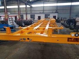7.5米—13.65米整车高强钢制作,全车轻量化设计骨架式集装箱半挂车