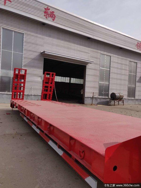 专业生产13.75米大件运输半挂车低平板半挂车图片